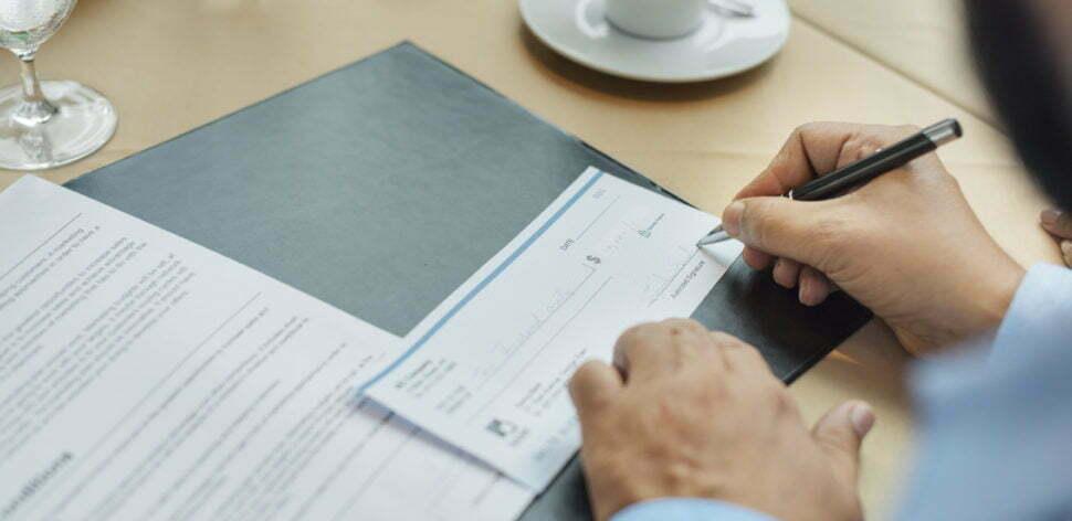 Pagamento em cheque: qual prazo para ser descontado?