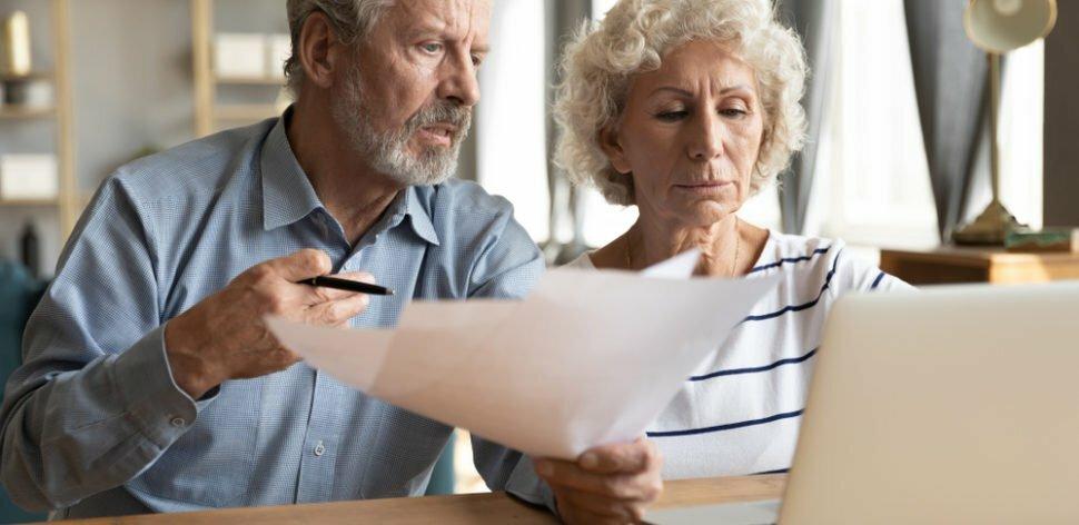 Novas medidas buscam proteger idosos de golpes bancários